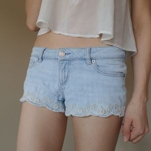 Pants - Jean shorts with embroidered floral hem